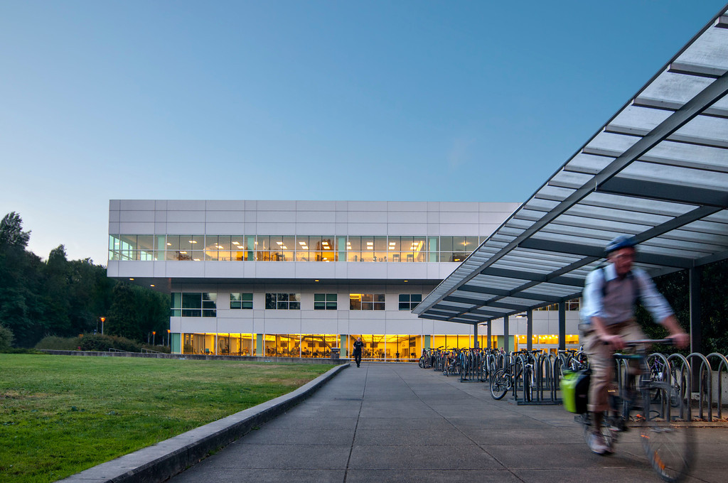 sustainable campus In addition to students, involved sustainability partners include the environmental center, the office of campus sustainability, facilities management, housing & dining services, faculty, staff and the community.